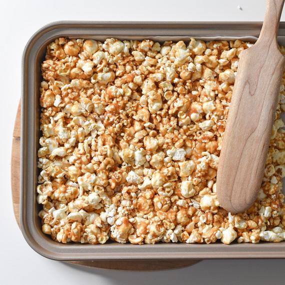 chocolate-peanutbutter-popcorn-02169.jpg (skyword:225112)