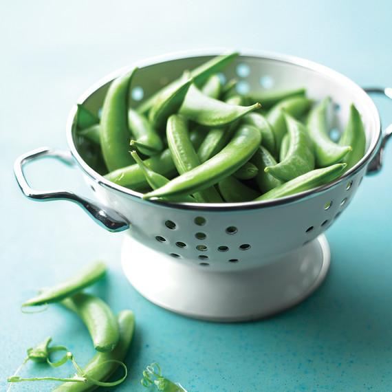 sugar snap peas in colander