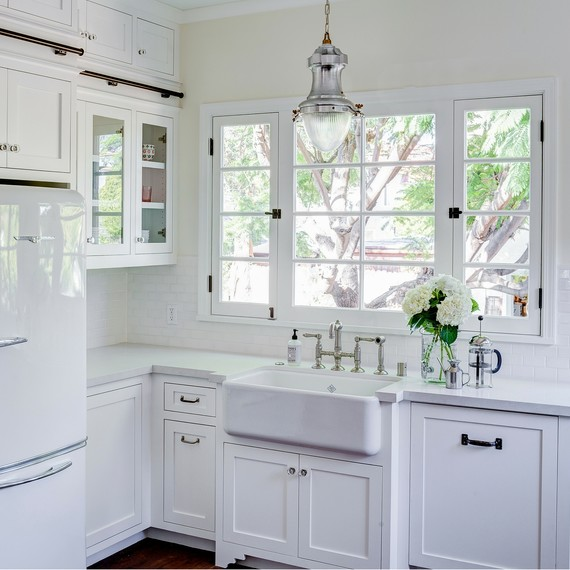white-sink-kitchen-renovation-2-0316.jpg (skyword:237196)