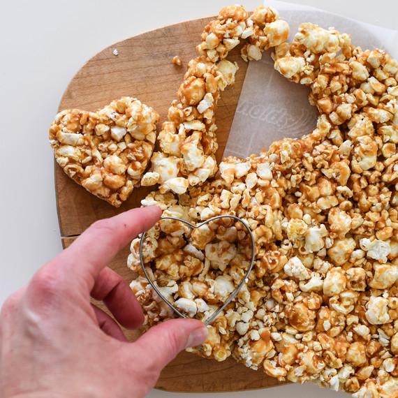 chocolate-peanutbutter-popcorn-021610.jpg (skyword:225113)