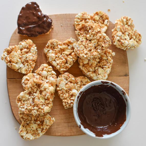 chocolate-peanutbutter-popcorn-021611.jpg (skyword:225115)