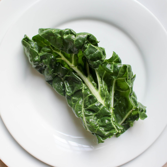 easter-place-setting-swiss-chard-0316.jpg (skyword:233991)