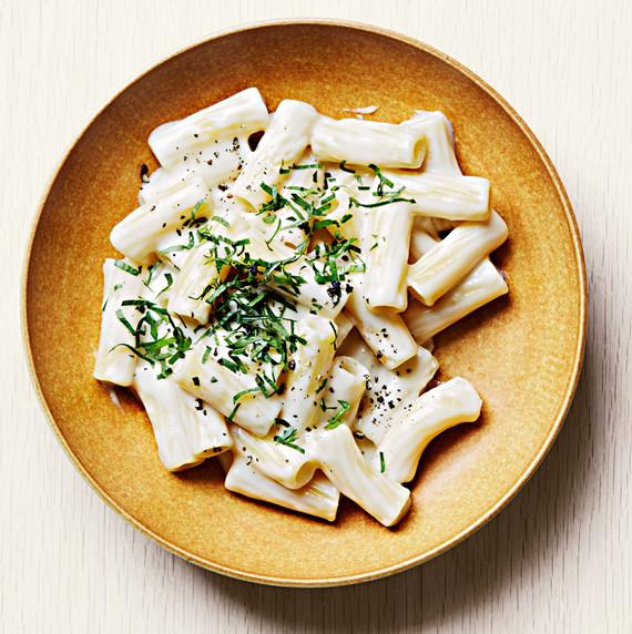 swiss fondue mac cheese