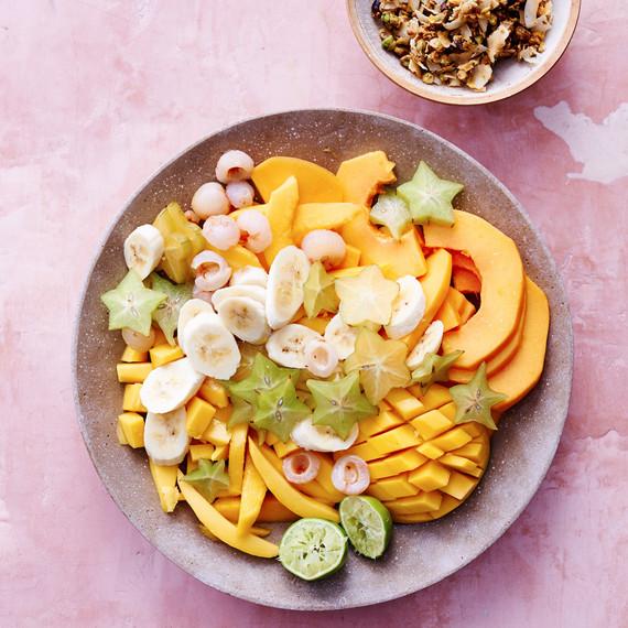 热带水果沙拉开心果脆