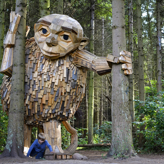 thomas dambo wooden giant recycled material sculpture