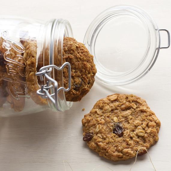 health-oatmeal-cookies-hol10-msd106253.jpg
