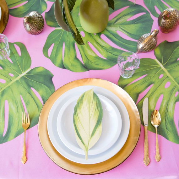 Mother's Day tropical pink table