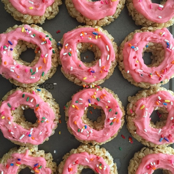 treat-yourself-rice-crispy-donuts-0717