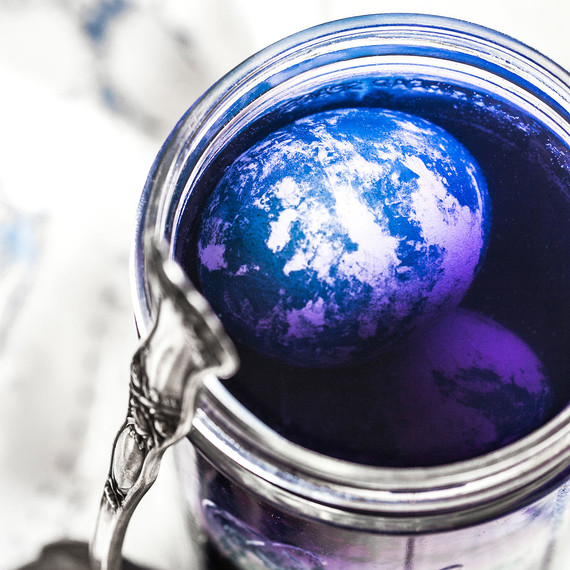 true-blue-natural-easter-egg-dyeing-04.jpg