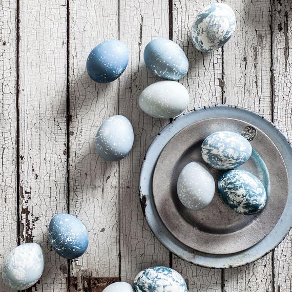 true-blue-natural-easter-egg-dyeing-05.jpg