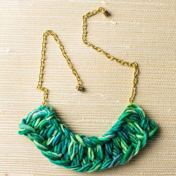 fingerknit-statement-necklace-0915-G-17.jpg (skyword:188305)
