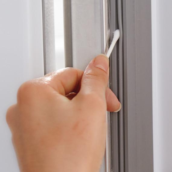 q-tip-refrigerator-cleaning-012-d111026.jpg