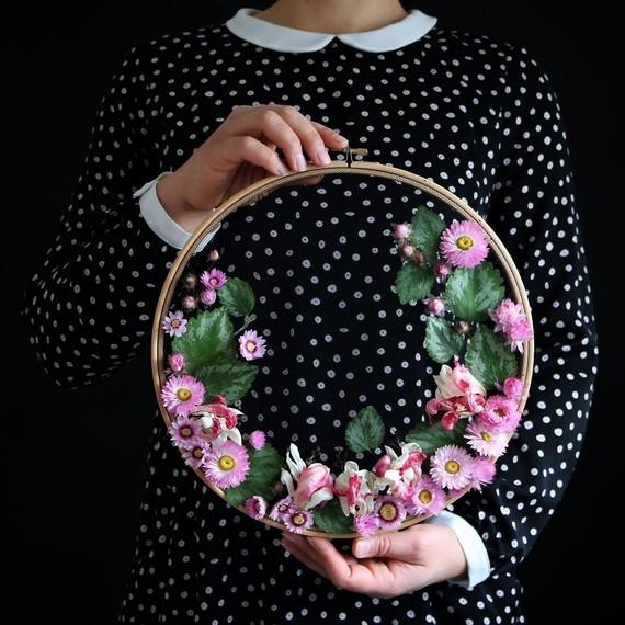 olga-prinku-floral-hoops-pink-black-0717