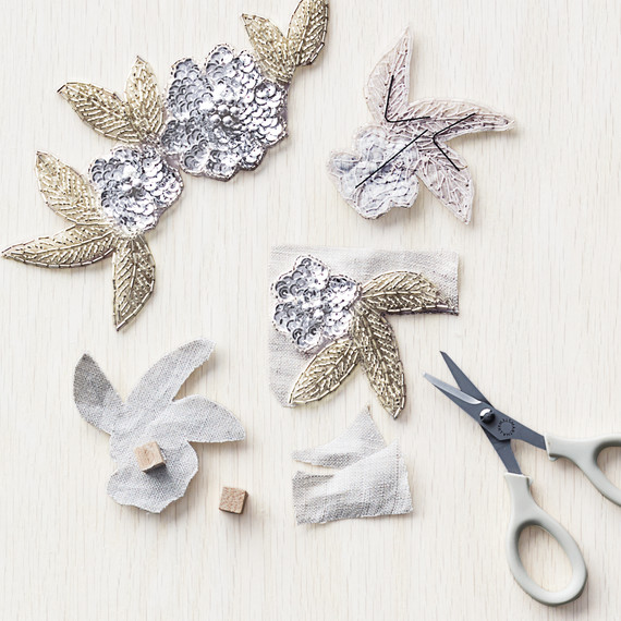 silver-sequins-flowers-how-to-050-d112423.jpg