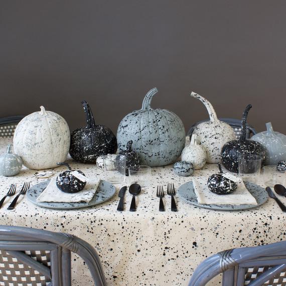 splatter-pumpkin-paint-table-settings