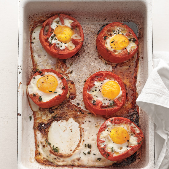baked-eggs-whole-roasted-tomatoes-mbd108463.jpg