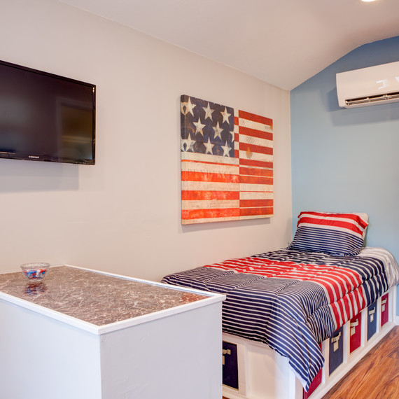 tiny home veteran american flag bedroom