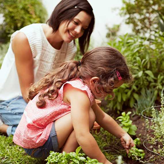 mom daughter gardening