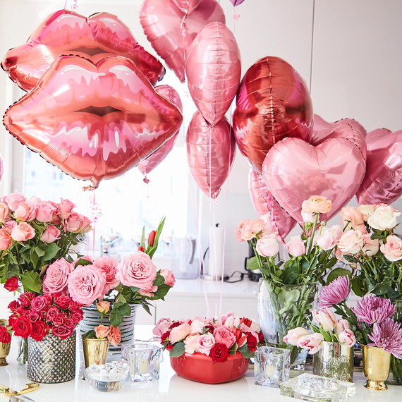 valentine party table balloons