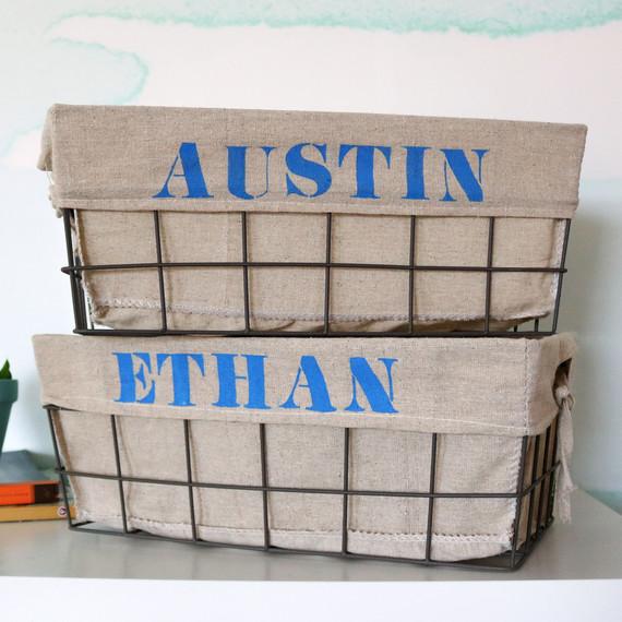 "Michaels在Austin Ethan存储篮上印上""Merch""字样"