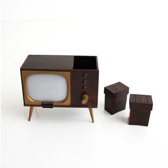 tv vintage salt and pepper shakers