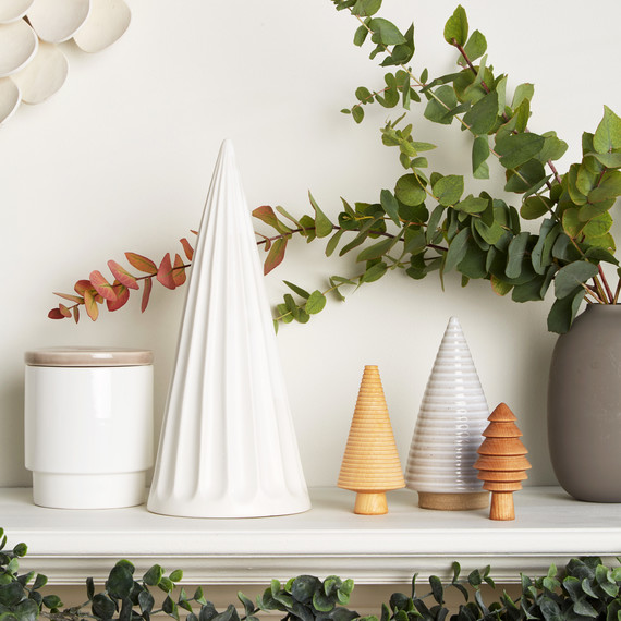 Scandinavian-inspired mantle white with wooden trees greenery