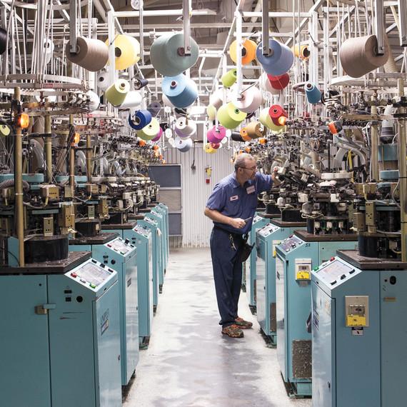 little-river-sewing-machines-worker-01-d112644.jpg