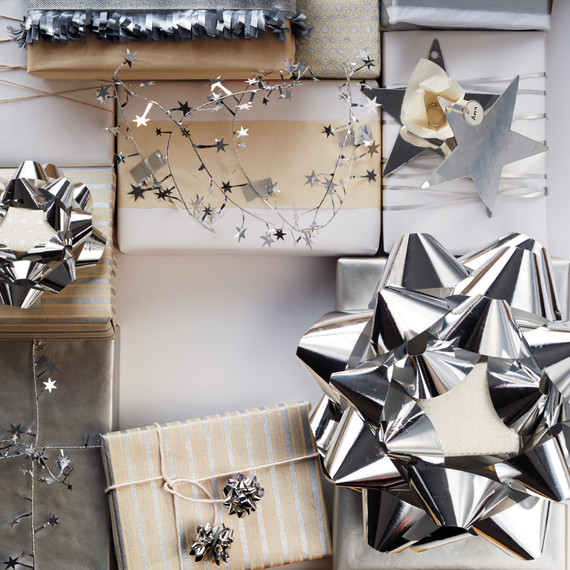 diy-silver-star-gift-packaging-180-star-d112419.jpg