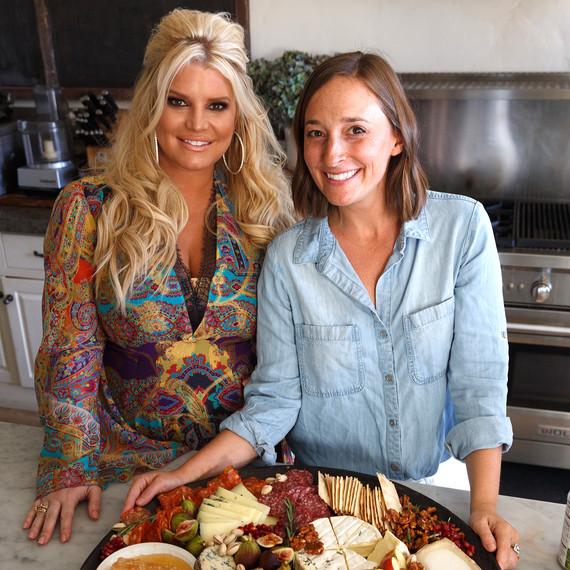 杰西卡·辛普森friendsgiving开胃菜盘