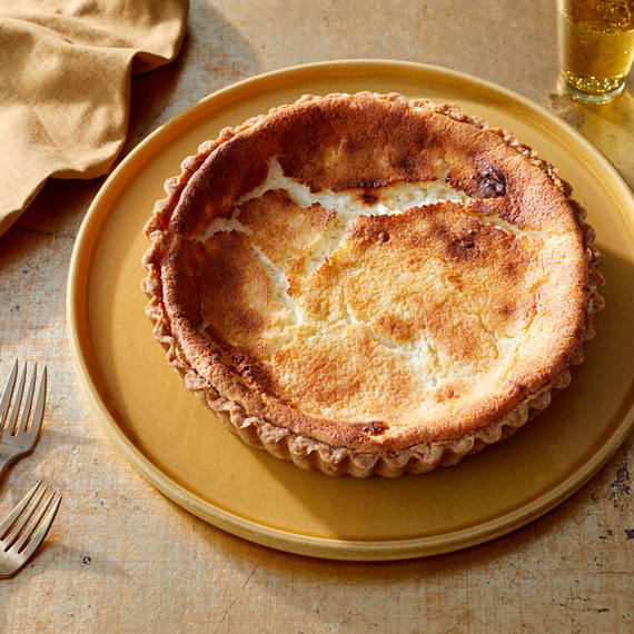 tart au fromage on plate