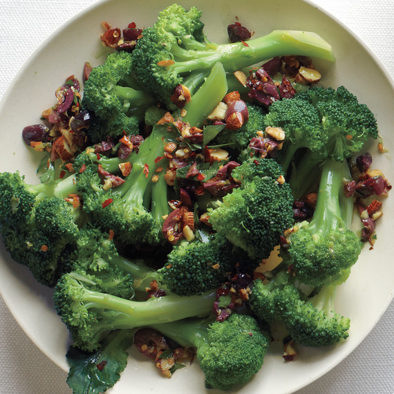 thanksgiving-broccoli-with-almonds-olives-med109000.jpg