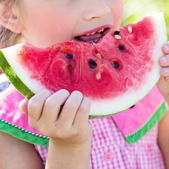 watermelon-summer-little-girl-eating-watermelon-food.jpg (skyword:353575)