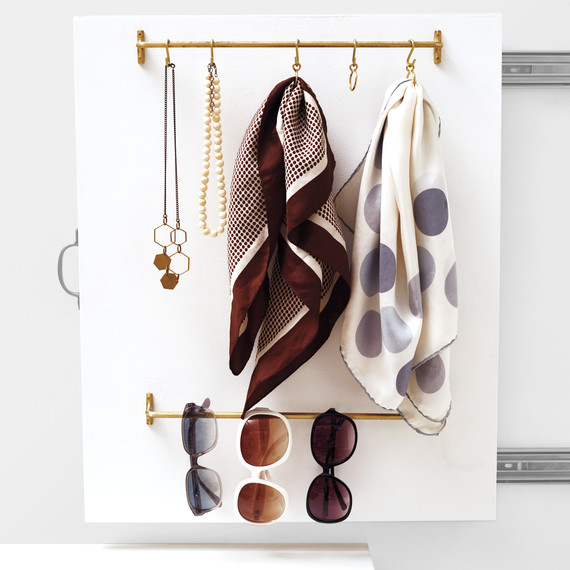 closet-accessories-pull-out-station-detail-104-d112569.jpg