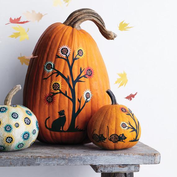 oct-cover-orange-pumpkin-trio-leaves-bench-285-v2-d112200.jpg