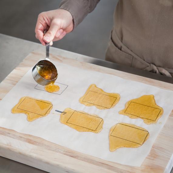 downton-gingerbread-pour-caramel-windows-9531-d111800-1214.jpg