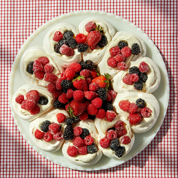meringue wreath martha bakes strawberries blueberries