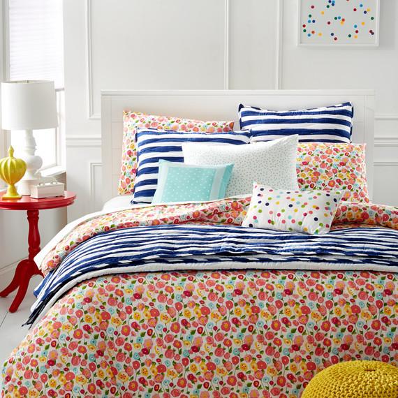msmacys-whim-prettyinpoppy-comforter-environmental2-mrkt-0115.jpg