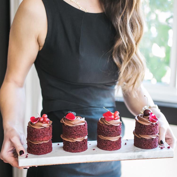 galentine's day mini cakes
