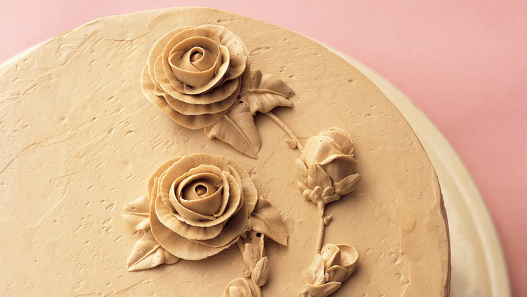 cake with rose icing detail