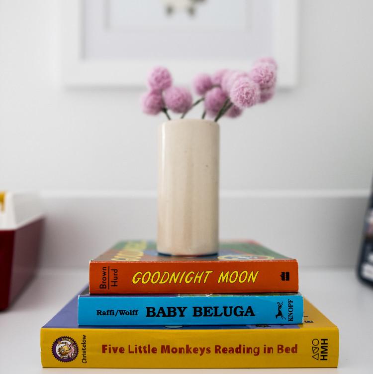 nursery-books-decor