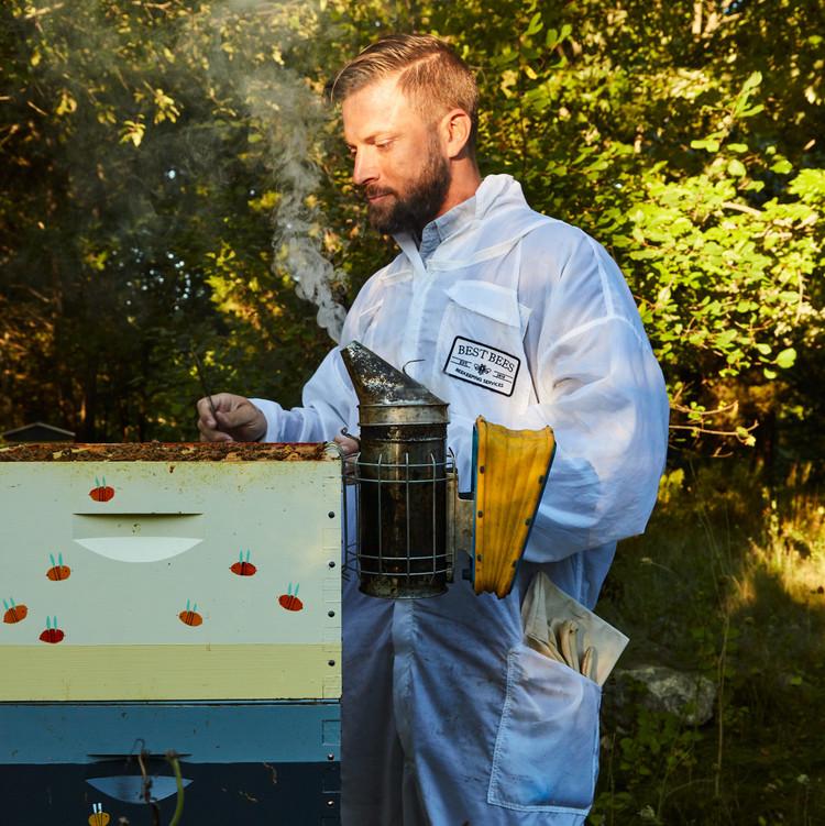 beekeper noah wilson-rich hive smoke