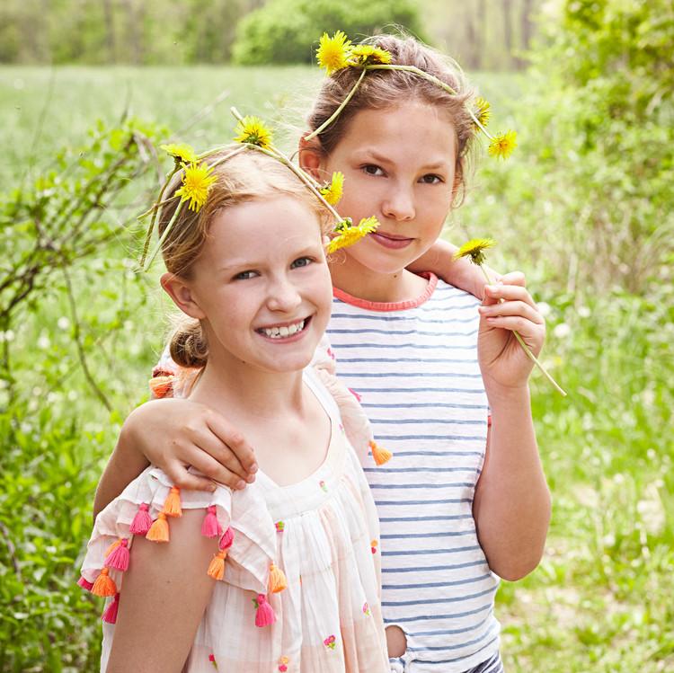 kids dandelion crowns