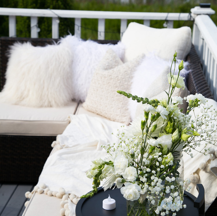 blooming-en-blanc-party-outdoor-seating.jpg