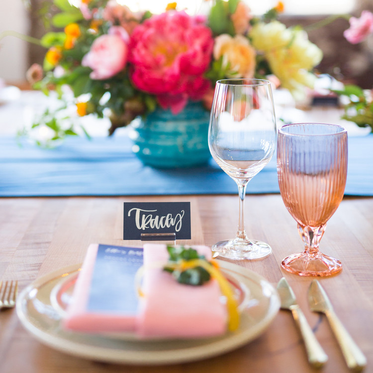 table-setting-pink-with-flowers