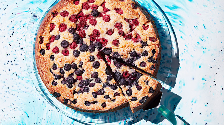 bourbon and brown-sugar cake with berries