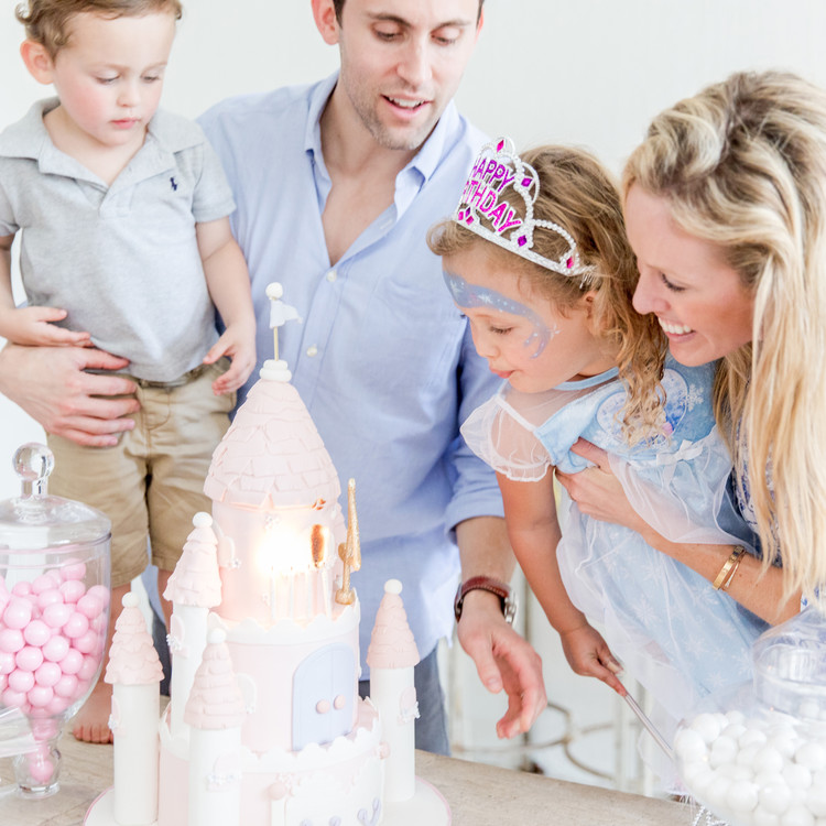Fashionable hostess wedding cakes