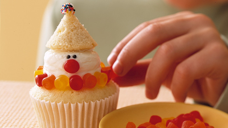 clown-vanilla-cupcakes-a100233