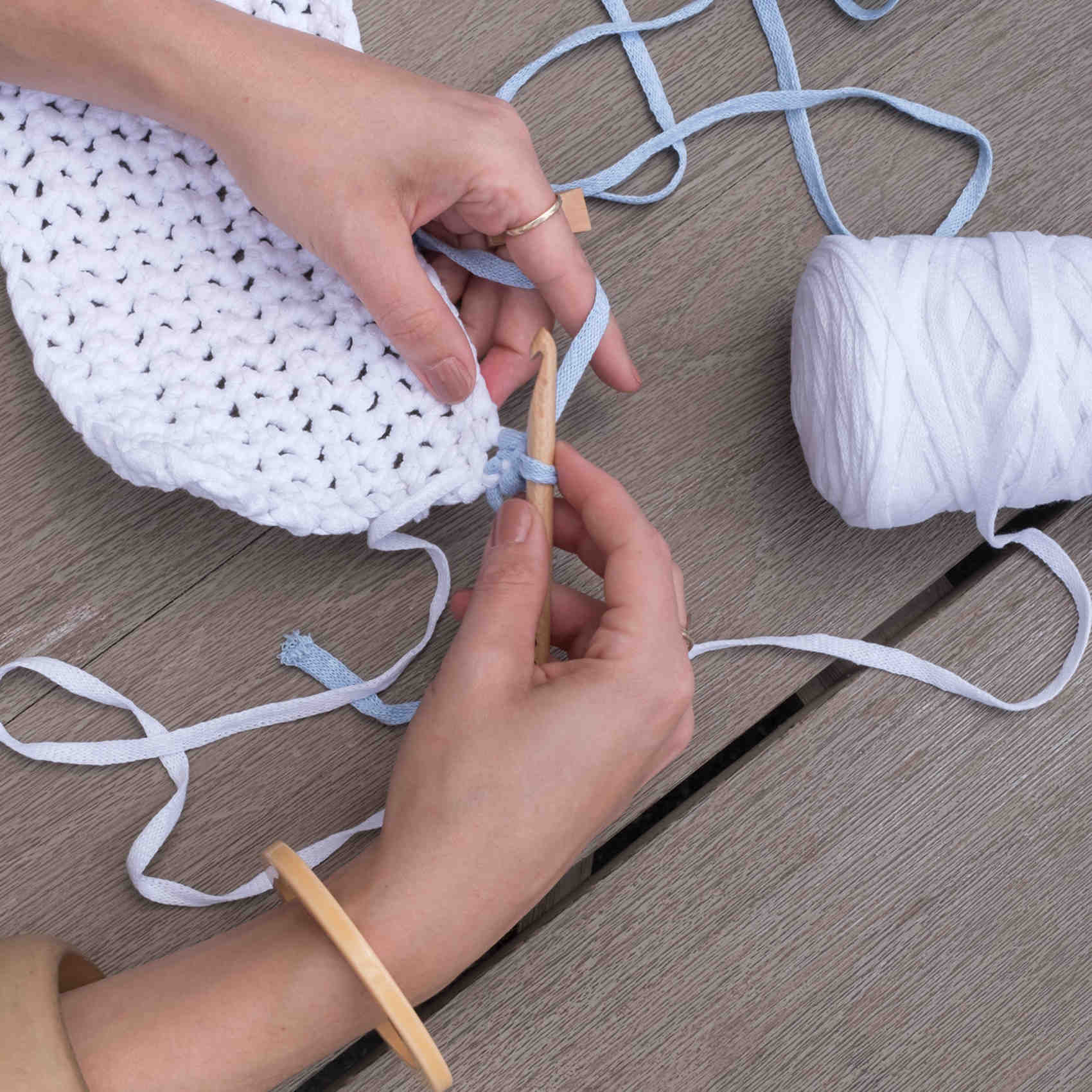 crocheted clutch tassel step 3b 0618 sq